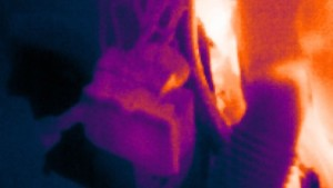 On the left: ABS system in the engine compartment in IR view.