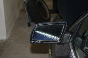 The heat pads in the mirror prevent fogging and can release a snow and ice layer.